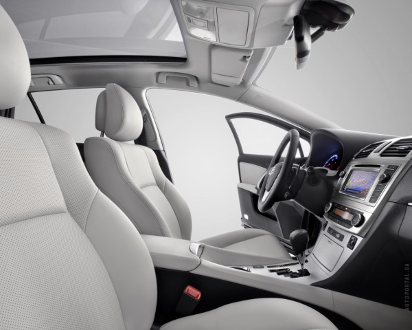 Салон Тойота Авенсис 2012