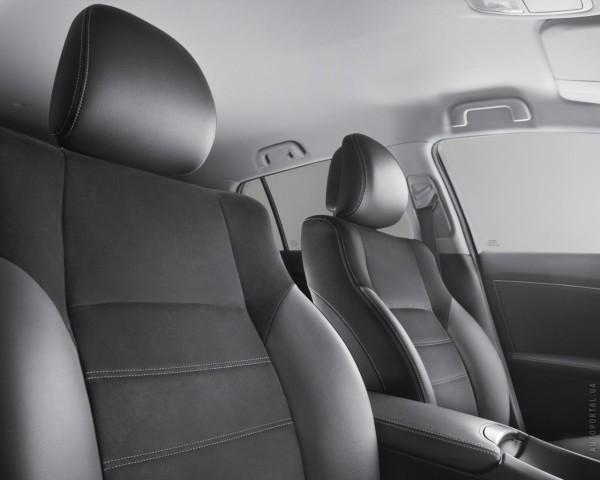 Тойота Авенсис с черными сидениями