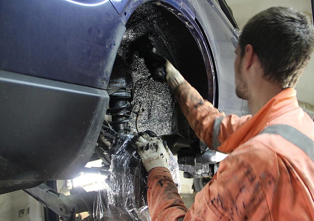 как обработать дно и арки автомобиля