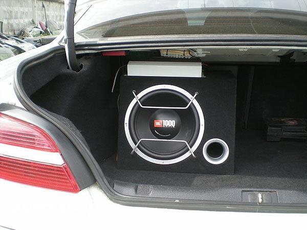 Как установить сабвуфер в автомобиль самостоятельно