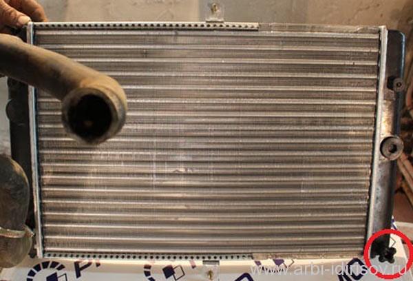как слить тосол, сливная пробка радиатора охлаждения
